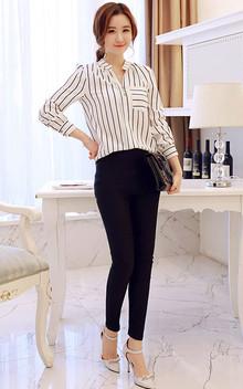 V领知性条纹衬衫,面料柔软亲肤,小宽松剪裁,勾勒出优雅的廓形,搭配修身小脚裤,优雅显瘦哦!