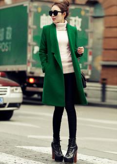 复古绿色毛衣,宽松廓形,简约清爽,,款式洋气大方!任意搭配一件小脚休闲裤都能美美的出街,带着些复古的气质!