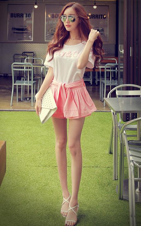 粉色圆点裙裤应搭配什么上衣
