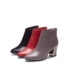 哈森 2015冬季新款尖头粗跟高跟牛皮金属装饰短靴女HA53422