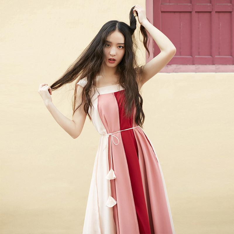 2018夏季新款女装韩版暖色系中长款个性拼色大廓形文艺吊带连衣裙图片