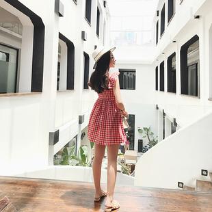 红色格子连衣裙女夏高腰显瘦裙子甜美清新学生棉麻小心机漏背短裙