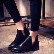 粗跟复古英伦秋冬女靴镂空后拉链短筒平底尖头中跟短靴女马丁靴子