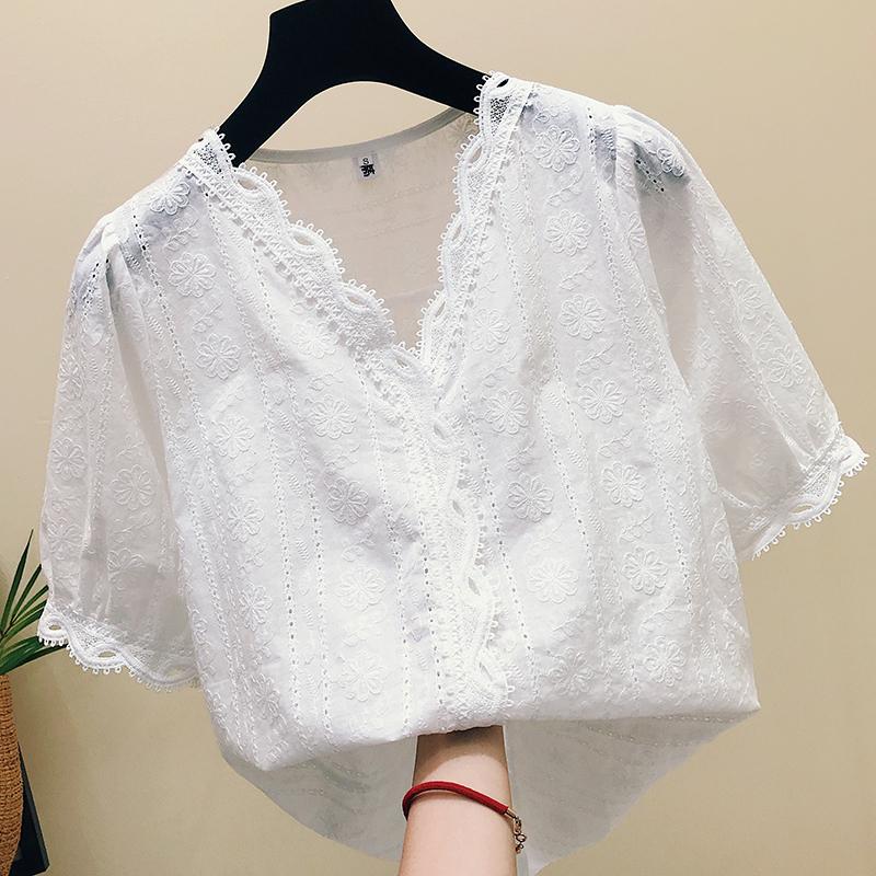 白色蕾丝上衣女夏装2018新款韩版漏锁骨V领镂空洋气雪纺短袖小衫图片