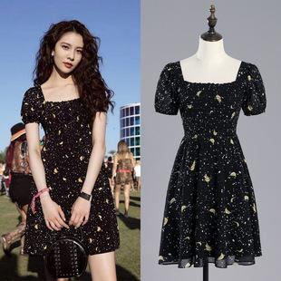 明星宋妍霏同款法式复古黑色碎花雪纺方领连衣裙小众田园风短裙