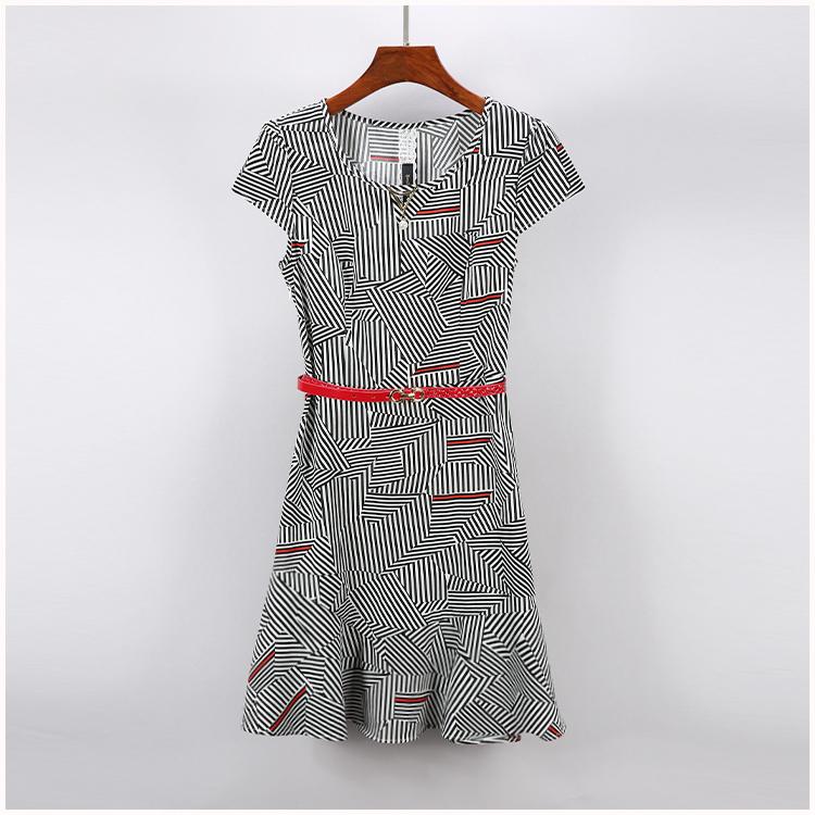 【扬YBH】品牌折扣女装2018夏装 条纹有腰带挂饰微褶连衣裙 077图片