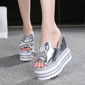 夏季新款时尚<span class=H>松糕</span>厚底<span class=H>凉拖</span>鞋韩版坡跟内增高一字型超高跟外穿女鞋