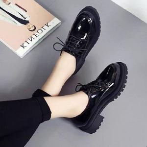 英伦风<span class=H>女鞋</span>漆皮单鞋复古百搭学生低帮鞋韩版潮系带圆头原宿小皮鞋
