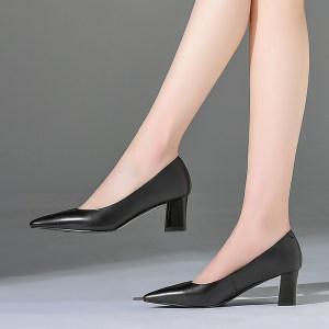 2018上班族時尚女鞋粗<span class=H>高跟</span><span class=H>素面</span>通勤真皮四女<span class=H>單鞋</span>牛皮淺口尖頭職業