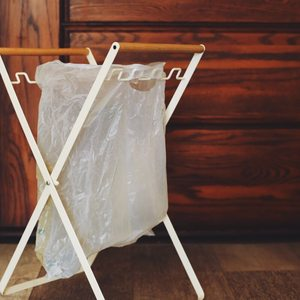 方便当先。一宅折叠垃圾铁艺<span class=H>收纳架</span>落地立式垃圾袋挂钩支架置物架