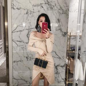 2018秋装新款名媛时尚性感一字领露肩修身女人味包臀开叉连衣裙潮
