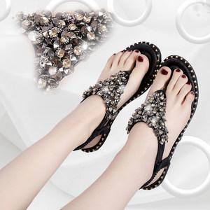 5欧美夏季铆钉水钻夹趾凉鞋女新款亮片松紧带平底夹脚罗马凉鞋