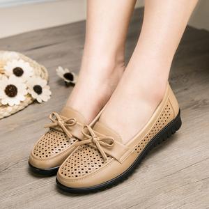 妈妈鞋舒适夏季平底中老年人女鞋百搭单鞋防滑软底皮鞋大码凉鞋女