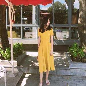 黄色雪纺连<span class=H>衣裙</span>女夏2018新款小清新冷淡风V领收腰显瘦中长款裙子
