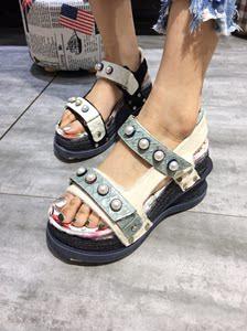 欧洲站女鞋铆钉罗马厚底<span class=H>松糕</span>鞋子2018夏季新款真皮坡跟<span class=H>凉鞋</span>女高跟