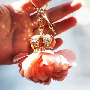 皇冠汽车钥匙挂件唯美花瓣女士包包挂件镶钻钥匙圈满钻花球<span class=H>钥匙链</span>