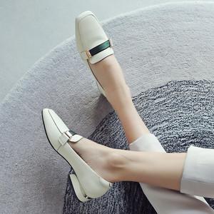 2019新款春季方头粗跟单鞋女英伦低跟真皮乐福鞋大码<span class=H>女鞋</span>工作<span class=H>鞋子</span>