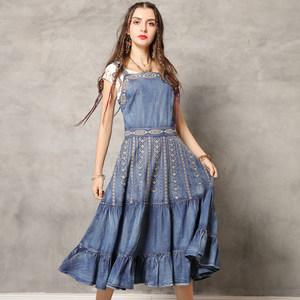 原创女装2019夏装新款牛仔裙 复古刺绣荷叶边吊带一字领<span class=H>连衣裙</span>