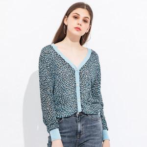 Peoleo飘蕾2019夏装V领单排小纽扣豹纹印花薄款长袖针织衫开衫女
