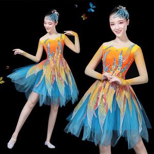 现代舞蹈<span class=H>服装</span>新款时尚广场舞连衣裙开场舞台<span class=H>演出服</span>合唱服短裙成人
