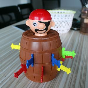 创意整蛊海盗桶木桶叔叔插剑桶海盗大叔减压玩具亲子聚会桌面游戏