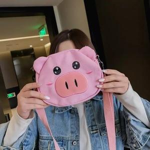 猪猪<span class=H>包包</span>女2019新款可爱斜挎日系丑萌小猪童趣搞怪少女帆布小挎包