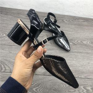 断码清仓<span class=H>女鞋</span>2019春款韩版百搭尖头牛皮气质粗跟后空一字扣带凉鞋