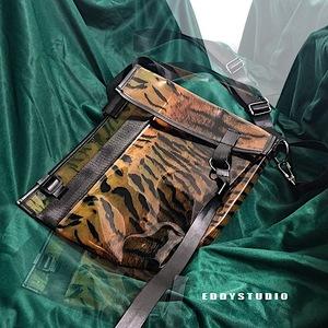 EddyStudio原创定制设计新品不规则剪裁PVC豹纹不对称个性斜挎包