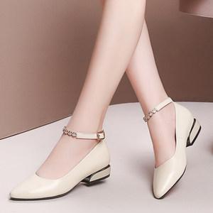 春夏新款浅口低跟真皮<span class=H>女鞋</span>韩版一字扣尖头正装粗跟小皮鞋百搭单鞋