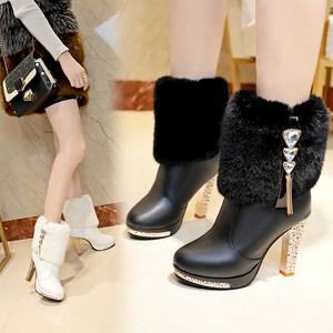 2018年<span class=H>冬季</span>新款超高跟粗跟女鞋子<span class=H>白色</span>毛毛<span class=H>靴子</span>水钻短靴雪地靴冬靴