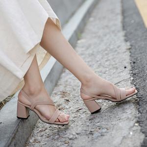 粗跟凉鞋女2019新款夏罗马中跟黑色裸色仙女一字带<span class=H>高跟鞋</span>女士百搭