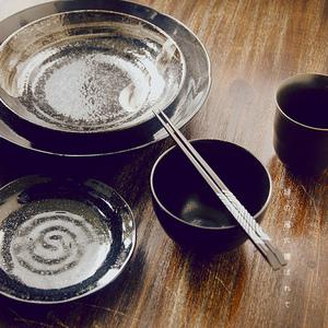 日本进口陶瓷餐具套装碗碟子盘子家用个性黑釉手绘釉下彩菜盘饭碗