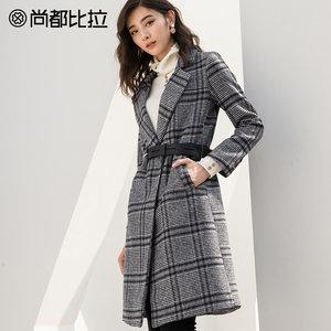 尚都比拉2018冬季新品赫本呢子<span class=H>大衣</span>女中长款复古收腰格子毛呢外套