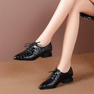 尖头深口<span class=H>单鞋</span>女2019春季新款水钻真皮粗跟女鞋英伦系带中跟小皮鞋