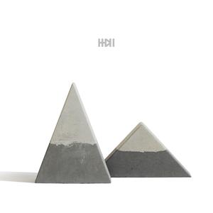 一加一|混凝土 三角形 水泥雪山摆件 灰色粉红色 北欧家居 富?#21487;? class=