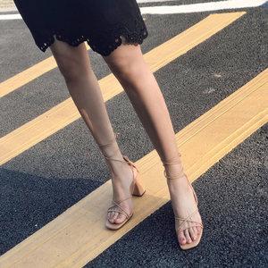 2019新款裸色罗马凉鞋女夏粗跟系带方头绑带<span class=H>高跟鞋</span>交叉绑带中跟鞋