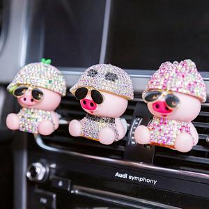车载香水汽车出风口小猪香薰可爱装饰内饰用品创意摆件空调口饰品