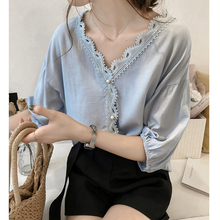 Summer new Korean fashion Crochet Lace stitching V-collar chiffon blouse with loose bottom T-shirt