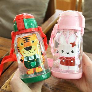夏季幼儿园卡通塑料儿童<span class=H>吸管</span>杯防摔便携宝宝防漏大容量带背带水壶