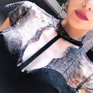 2018新款夏装v领蕾丝t恤露肩小心机上衣挂脖高端气质女性感打底衫