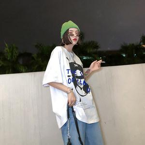 migu港风<span class=H>t恤</span>女短袖丧系衣服字母头像白色宽松欧货大版半袖中长款