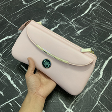 Defects 2019 European and American Fashion Hand Slanting Dual-purpose Bao Female Metal High-grade Crescent Bag