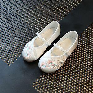 刺绣美观舒适大气儿童公主软底古风学生中式好看女大童<span class=H>绣花鞋</span>室内