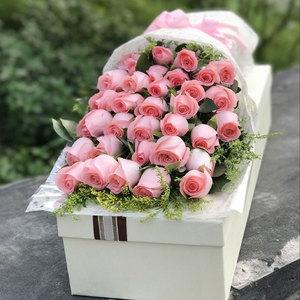 33朵粉玫瑰礼盒成都<span class=H>鲜花</span>同城速递泸州宜宾乐山花店攀枝花生日送花