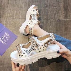 运动<span class=H>凉鞋</span>女2019夏季新款水钻铆钉厚底<span class=H>松糕</span>鞋网红沙滩仙女风罗马鞋