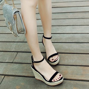 韩版新款真皮草编坡跟<span class=H>凉鞋</span>女夏季一字扣带露趾厚底防水台超高跟鞋